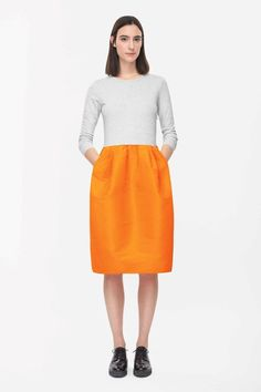 Cotton jersey with a slight stretch, this dress has a voluminous pleated skirt in contrasting technical fabric.