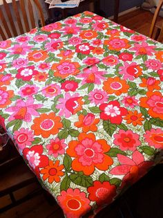 1960s Vintage Floral Terry Tablecloth. Beach Blanket.