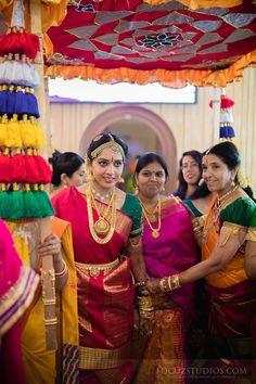 Bhargav and Shweta's wedding at AVM Rajeshwari Mandap in Chennai was like that, Tamil Brahmin Wedding Photography TamBrahm Wedding Across an Atlantic Ocean Bridal Sarees South Indian, Indian Bridal Outfits, South Indian Bride, Wedding Photoshoot, Wedding Shoot, Dream Wedding, Wedding Ideas, Madisar Saree, Saree Blouse