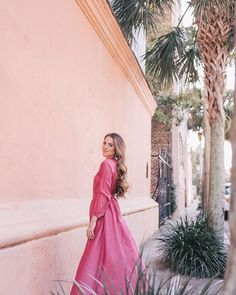 A scene of all pink  (Link in profile to this maxi dress) #thinkpink #pink #charleston #sprinstyle #dreamingofspring #rhoderesort #rebeccaderavenel