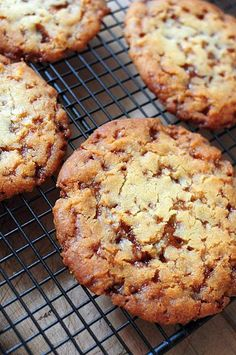 butterscotch cookies    100 g de beurre    100 g de sucre roux    1 TBSP (cs) de Golden Syrup    150 g de farine + 1/2 cc de levure chimique    50 g de pépites de caramel au beurre salé