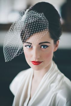 1950 Wedding Hairstyles For Men - 25 classic and beautiful vintage wedding hairstyles Vintage Veils, Vintage Wedding Hair, Wedding Updo, Vintage Bridal, Retro Wedding Makeup, 50s Wedding, Vintage Glamour, Dream Wedding, Bride Hairstyles With Veil