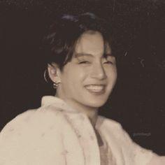 Jungkook Oppa, Taehyung, Old Pictures, Old Photos, Zayn Malik Video, I Miss You Everyday, Zen, Jeongguk Jeon, Jungkook Aesthetic