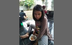 Disebut Tengah Hamil, Gadis Usia 15 Tahun Ini Terlunta-Lunta di Jalanan - http://www.rancahpost.co.id/20160758652/disebut-tengah-hamil-gadis-usia-15-tahun-ini-terlunta-lunta-di-jalanan/