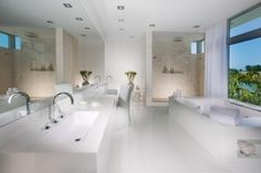Create a beach house theme in your bathroom and get some soothing mood inside. A beach house bathroom theme is a combination of gentle contrasts with clean White Bathroom Interior, White Master Bathroom, Bathroom Design Luxury, Luxury Interior Design, Modern Bathroom, Ensuite Bathrooms, Dream Bathrooms, Beautiful Bathrooms, White Bathrooms