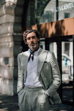 Men's Street Style London Fashion Week (Photos) - Men's style, accessories, mens fashion trends 2020 Modern Mens Fashion, Mens Fashion Blog, Latest Mens Fashion, Men's Fashion, Street Fashion, Fashion Styles, Lifestyle Fashion, Fashion 2018, Fashion Tips