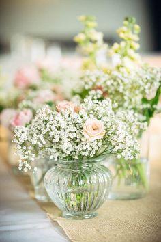 Bianzone Hochzeit Italien Destination Wedding Pastell Weiss elegant romantisch Outdoor-Trauung Tischdekoration Blumen Schleierkraut Rosen