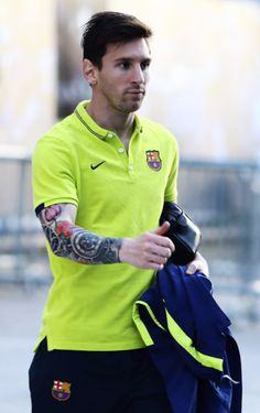Lionel Messi in Still dating his Girlfriend Antonella Rocuzzo? Does Lionel Messi have tattoos? + Body measurements & other facts Lionel Messi, Tight End, Messi Tattoo, Messi 2016, Antonella Roccuzzo, Argentina National Team, Image Foot, Football Drills, Football Icon