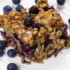 Need a quick breakfast recipe? This Blueberry Banana Baked Oatmeal is gluten-fre… Need a quick breakfast recipe? This Blueberry Banana Baked Oatmeal is gluten-free, vegetarian, and can be made the night before for an easy, on-the-go breakfast or snack! Baked Oatmeal Recipes, Baked Breakfast Recipes, Breakfast Desayunos, Breakfast On The Go, Blueberry Breakfast, Healthy Baked Oatmeal, Night Before Breakfast, Breakfast Ideas, Balanced Breakfast