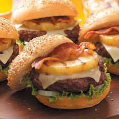 What's better than a hearty burger for dinner? An burger, of course. Bring some Hawaiian flavor to the dinner table with this Grilling Recipes, Beef Recipes, Cooking Recipes, Hamburger Recipes, Cooking Tips, Salad Recipes, Aloha Burger, Pulled Pork Burger, Great Recipes