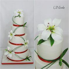 H31. Hääkakku liljoilla. Wedding cake with lilies