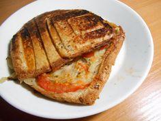 #rasilaisen #hapankaali #hopottajat http://www.rasilaisenhapankaali.fi/ Hapankaali on aika hyvää grillatun voileivän välissä