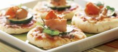 Pikkupizzat Crab Party, Good Food, Yummy Food, Childrens Party, Bruschetta, Finger Foods, Sushi, Baking, Ethnic Recipes