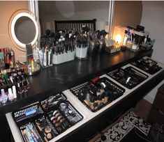 Makeup Vanity Organization / Storage looks like heaven to me!