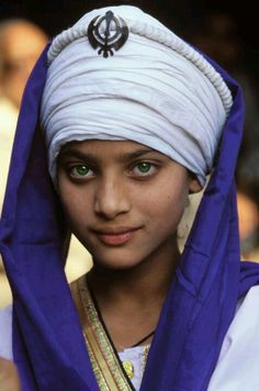"""Recognize God and goodness in every face."" [photo: Woman Portrait face of an Sikh girl] Beautiful Eyes, Beautiful World, Beautiful People, Amazing Eyes, Beauty Around The World, Too Faced, Female Portrait, Woman Portrait, World Cultures"