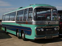 Bedford VAL my favourite bus of all. Used in Italian job and Beatles Magical Mystery Tour. Classic Trucks, Classic Cars, Bedford Buses, Vauxhall Motors, Bus Coach, Grey Dog, London Transport, Classic Motors, Busses