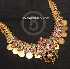 Gold Jewelry For Brides Gold Earrings Designs, Gold Jewellery Design, Gold Jewelry, Necklace Designs, Diamond Jewelry, Indian Jewelry, Antique Jewelry, Antique Gold, Bridal Jewelry