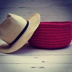 Miód malina!  Nowy kolor w naszej kolekcji. Koszyk szydełkowy w kolorze malinowymAh marzą nam się wakacje.. #mamuki #handmade #homedecor #homedesign #decoration #decor #recznierobione #recznarobota #basket #kosz #crochet #cord #cottoncord #malina #amarant #kolor #dekoracje #ozdoby #przechowywanie #prezent #szydelko #naszydelku #sznurek #wnetrza