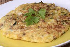Tortilla de calabacín con puerros y manchego http://www.canalcocina.es/receta/tortilla-de-calabacin-con-puerros-y-manchego