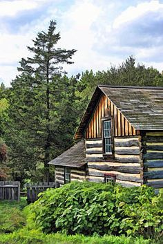 Tiny Log Cabins, Small Log Cabin, Old Cabins, Tiny House Cabin, Rustic Cabins, Log Cabin Exterior, Duplex House Plans, Thing 1, Old Farm Houses