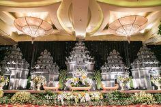 Prambanan Themed Wedding: Esya and Aji - the bride dept aji esya wedding paes ageng yogyakarta irwan riady the photograph rumah kampung decor