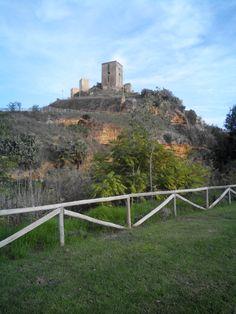 Castillo de Alcalá visto desde el parque Riberas del Guadaira.