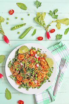 Stir-fry z makaronem ryżowym i krewetkami