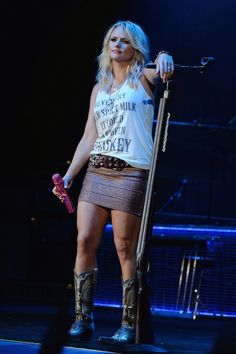 When she taught the audience a valuable lesson. Miranda Lambert Concert, Miranda Lambert Photos, Country Girls, Country Music, Country Singers, Miranda Blake, Band Outfits, Cute Outfits, Carrie Underwood