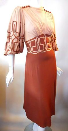 silk crepe dress Shirred shoulders and tops of sleeves Button accents slight cowl neck full sleeves with balloon hem bust gathers inverted V empire waist and Aline. 1930s Fashion, Retro Fashion, Vintage Fashion, Crepe Dress, Silk Crepe, Silk Chiffon, Chiffon Dress, Vintage Dresses, Vintage Outfits