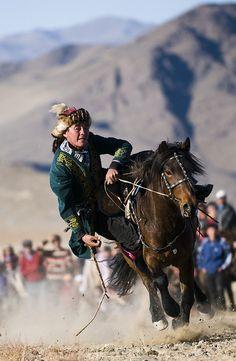 Tenge Alu competition at the annual Eagle Hunter Festival, Bayan Ulgii, Western Mongolia.