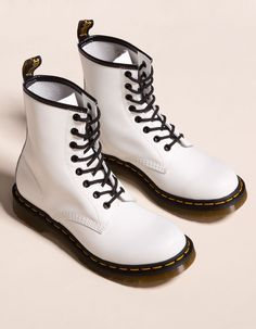 Women S Fashion Queen Street Dr Shoes, Hype Shoes, Sock Shoes, Me Too Shoes, Cute Shoes Boots, Converse Shoes, Dr. Martens, Botas Dr Martens, Dr Martens 1460
