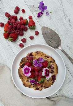 Well Nourished ⎮ Almond Berry Scone Cake - a delicious gluten, dairy and grain free treat. It's super simple to make (you just blend and bake), and my kids just love it.