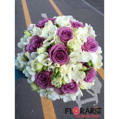 Buchet de mireasa din 49 frezii albe si trandafiri mov