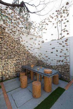 29 Gorgeous Gabion Fence Design for Garden Ideas - Decoradeas Gabion Fence, Gabion Wall, Gabion Cages, Concrete Fence, Wire Fence, Garden Gates, Garden Art, Rocks Garden, Landscape Architecture