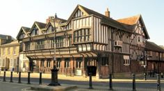 https://www.visitengland.com/sites/default/files/styles/experience_page_consumer_gallery_image/public/tudor_house_and_garden_southampton_hampshire._copyright_hampshire_county_council_0.jpg?itok=v9UNEjGs