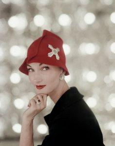 Evelyn Tripp modelling jewellery by Harry Winston, 1956.