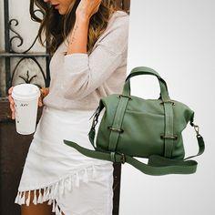 Anabelle na cor mate perfeita para um look leve e colorido  #BH Rua Ceará 1332  #SP Rua Oscar Freire 677  Compre pelo Whatsapp: (31) 99837-9999 | (11) 97481-8010  #bolsadecouro #itbags #bolsadodia #fashiongirls #lookdodia #bolsas #streetstyle #itgirlsbr #bolsas #fashionlook #bolsapravidatoda