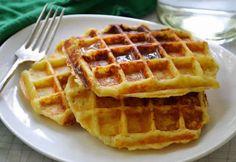 Crispy Potato Waffles with Garlic & Parmesan 2 cups leftover mashed potatoes 2 large eggs cup cream or milk 2 Tbsp. Potato Diet, Potato Waffles, Pancakes And Waffles, Crispy Potatoes, Mashed Potatoes, Tasty, Yummy Food, Garlic Parmesan, Breakfast Recipes