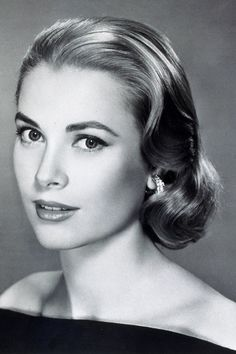 Grace Kelly -- Don't care for most of the famous - or infamous - that Hollywood cranks out now. But Grace Kelly is an exception. Such grace, such beauty, such a lady. Where have all the real ladies gone? Old Hollywood, Hollywood Glamour, Hollywood Stars, Classic Hollywood, Hollywood Makeup, Golden Age Of Hollywood, Hollywood Actresses, Nicole Kidman, Beauty Hacks