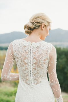 Serious beauty! http://www.stylemepretty.com/little-black-book-blog/2015/05/01/modern-earthy-equestrian-wedding-inspiration/ | Photography: onelove - http://www.onelove-photo.com/
