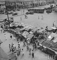 Quiapo – 1941 Plaza Miranda in the heart of Quiapo District, is named after Jose Sandino y Miranda, who served as secretary of the treasury of the Philippines for 10 years beginning in 1853 * LIFE archive ~ Mutya ~ Philippines Culture, Manila Philippines, Filipino Architecture, Philippine Holidays, Filipino Culture, Photo Essay, Pictures To Paint, Vintage Pictures, Historical Photos