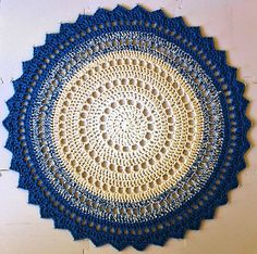 Mandala Rugby Marinke Slump via Ravelry. This pattern is available for free. LOVE.Pic © Jingizuplains