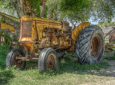 This is like my Dad's tractor I sold last year after he passed away.Old tractor...Minneapolis Moline