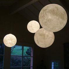 - 和紙のようにやさしく光る満月ランプ