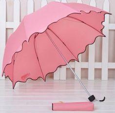 Draculaura: Love this pretty pink scalloped umbrella to cheer up rainy days! Pretty In Pink, Pink Love, Pink Umbrella, Under My Umbrella, Transparent Umbrella, Vintage Umbrella, Rose Fushia, Orange Pink, Rosa Pink