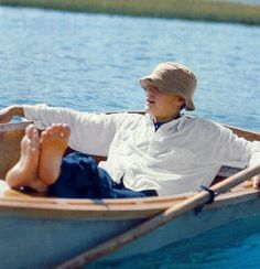 """In an attractive bucket hat, Pacey enjoys a relaxing day in Capeside. 
