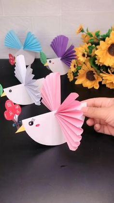 Paper Flowers Craft, Paper Crafts Origami, Paper Crafts For Kids, Diy Arts And Crafts, Flower Crafts, Creative Crafts, Fun Crafts, Hand Crafts For Kids, Animal Crafts For Kids