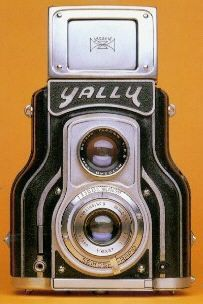 The Yallu CollectiBlend Average Index  Average Very good Mint $37000-38000$50000-55000$85000-90000 Estimate value accuracy:  1950. Japanese TLR camera. Only about 50 cameras were manufactured.