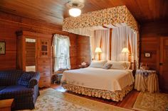 #Bed | Wouldn't you love to snuggle up at the Silver Spruce Bed & Breakfast located in Schroon Lake, NY? #bedandbreakfast #travel