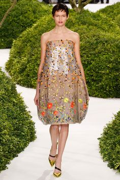 [Oh look--it's the fabric version of a barrel!]  christian-dior-couture-spring-2013-39_123856916681
